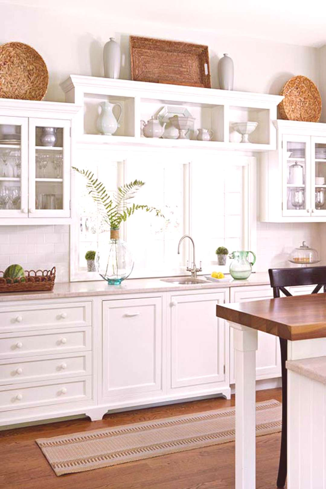10 Stylish Ideas for Decorating Above Kitchen Cabinets#cabinets