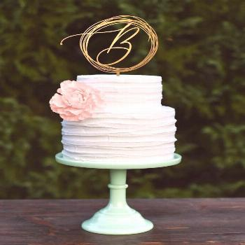 21 Custom Wedding Cake Toppers for a Personalized Dessert |