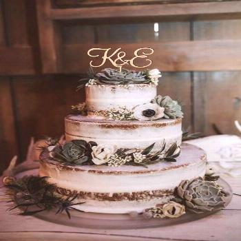 A naked cake would be a perfect fit with to pick up color tones in the barn... sage green florals o