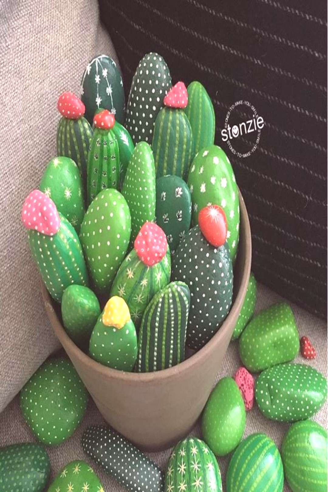 How to make a DIY painted rock cactus garden. There are more than 50 inspirational DIY painted ston