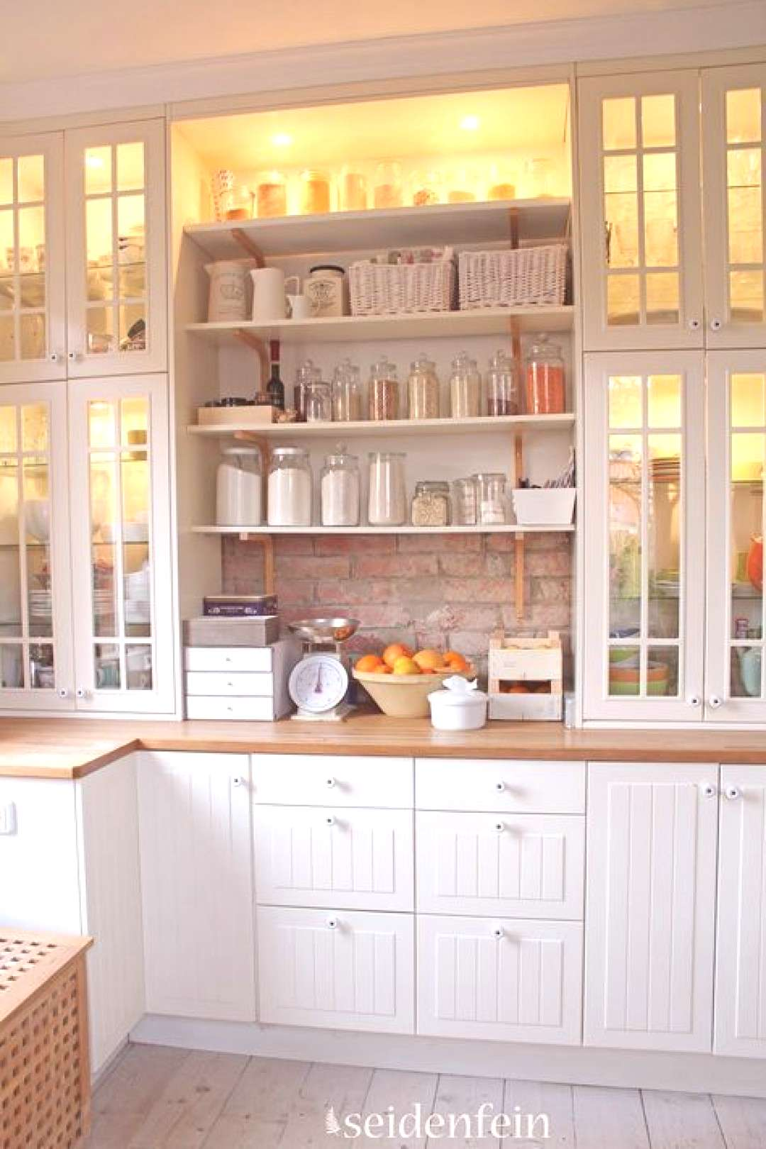 Love Evas mix of open and closed storage, and glass-fronted cabinets | IKEA kit... Love Evas mix
